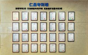 成都耳鼻喉专科医生给患者检查咽喉